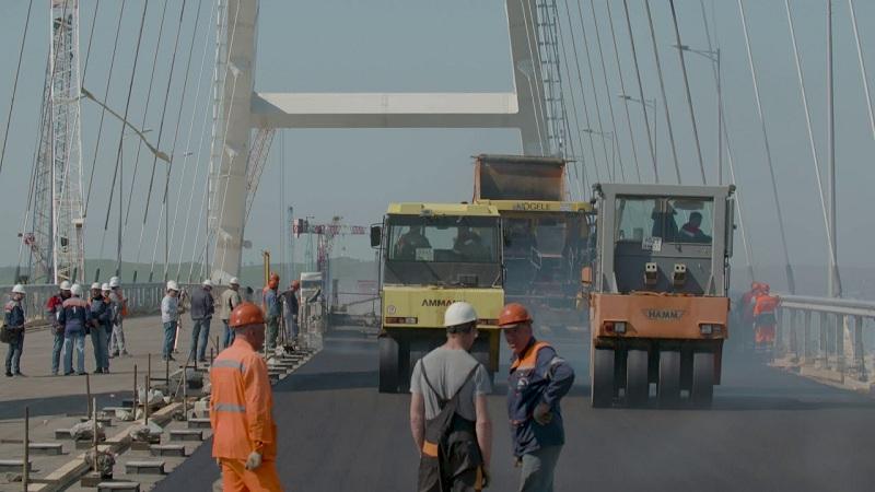 Крымский мост - укладка асфальта завершена
