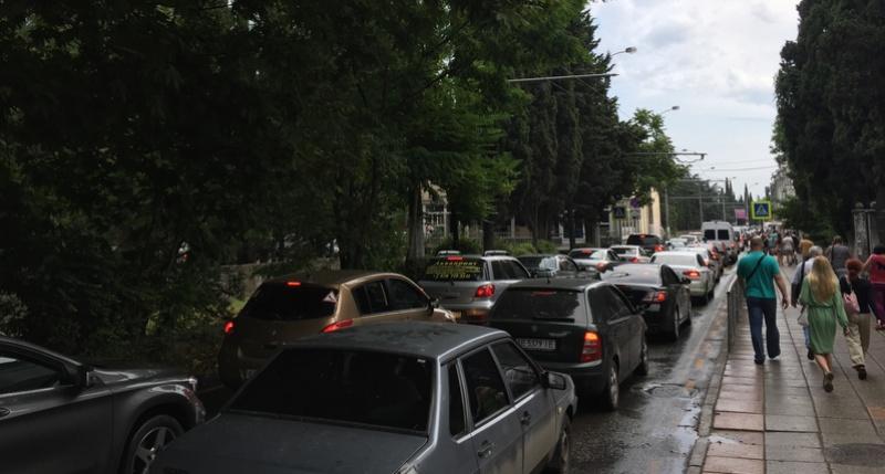 автомобильные пробки в Ялте
