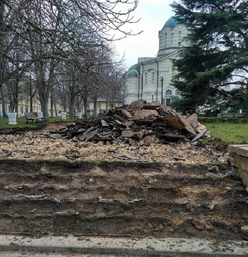 """Уничтожение синопской лестницы в Севастополе при """"реконструкции"""" сквера"""